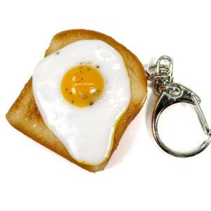 目玉焼きトーストのキーホルダー